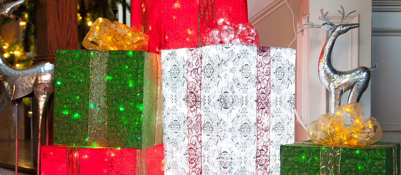 Chicken Wire Frame Lighted Gift Boxes