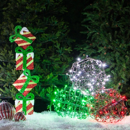 Outdoor christmas yard decorating ideas for Holiday lawn decorations