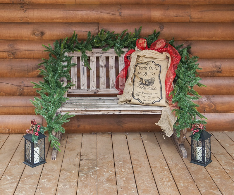Garland Wrapped Bench for Christmas, Plus other Christmas Porch Decoration Ideas!
