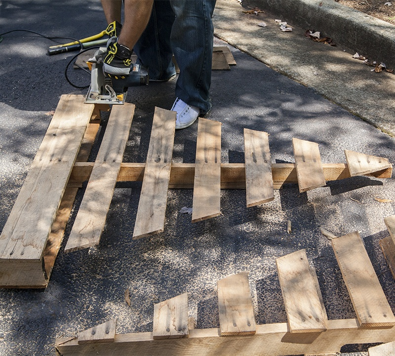 DIY Christmas Tree Made with Pallets: Cut Out Your Tree Shape with A Circular Saw