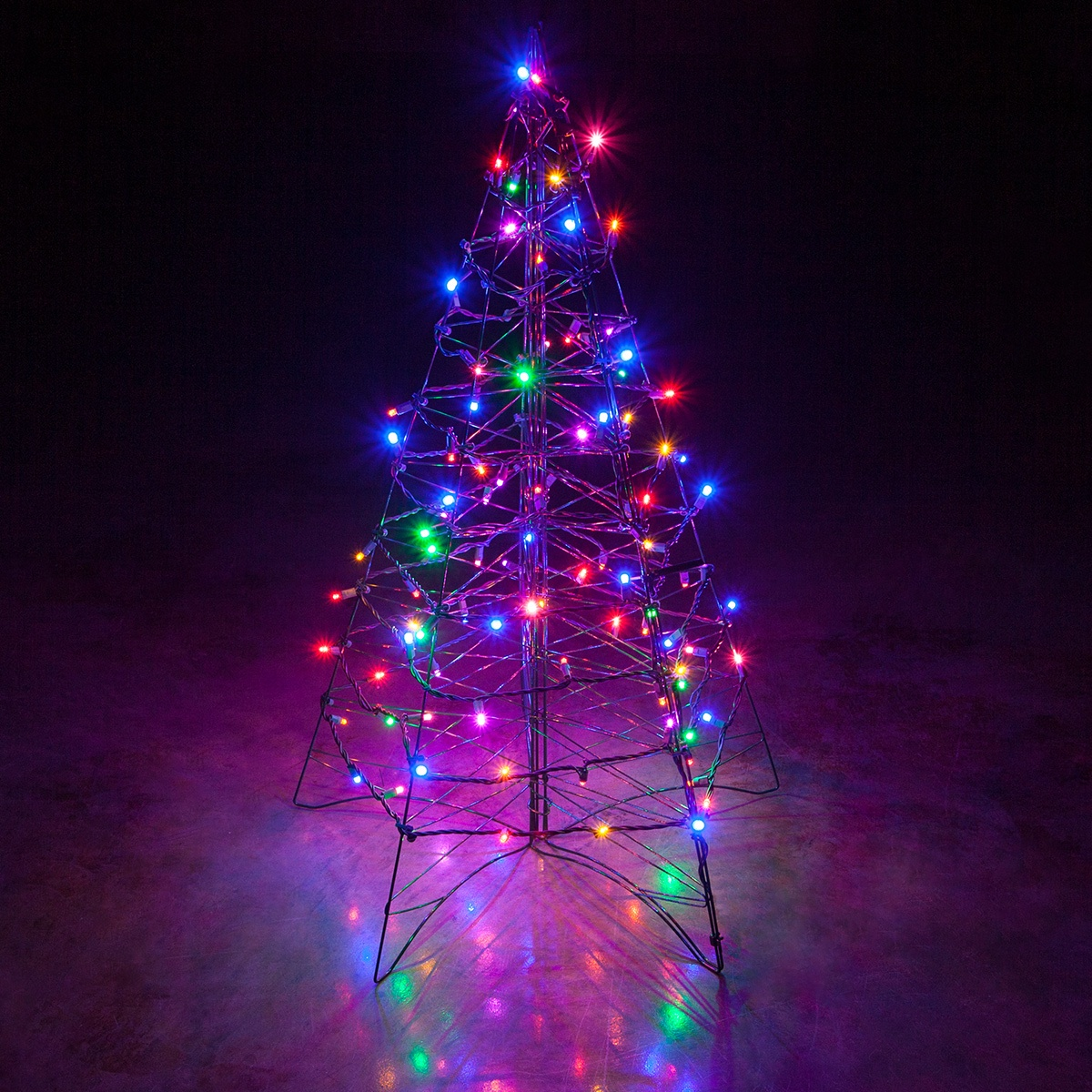 Lighted multicolor led outdoor christmas tree for Outdoor christmas lights