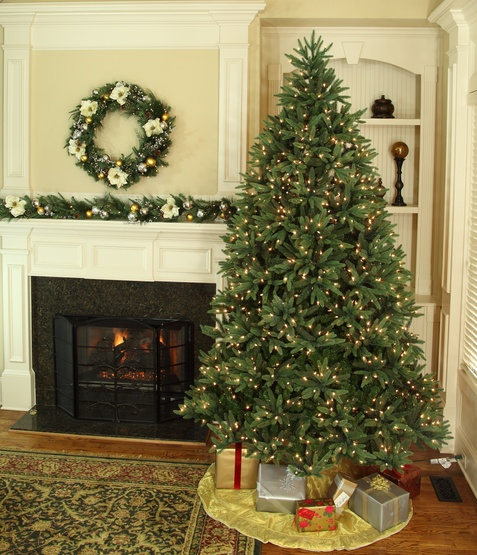 6.5' Full Pre-lit Noble Fir Tree, 600 Warm White LED Lights