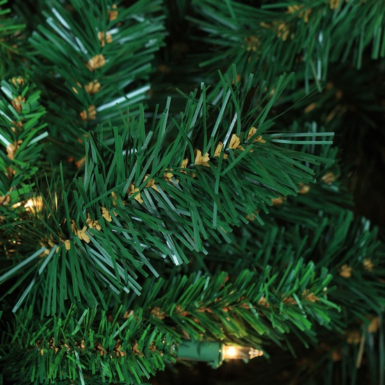 7.5' Full Pre-Lit Cumberland Fir Tree, 800 Clear Lamps