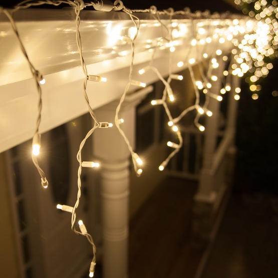 70 5mm Warm White Twinkle LED Icicle Lights