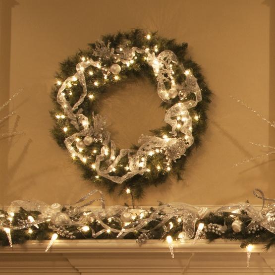 Brighton Fir Prelit Christmas Wreath, Clear Lights