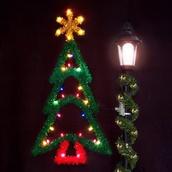 5' Ponderosa Pine Tree with Garland