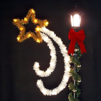 5' Swirling Star with Garland