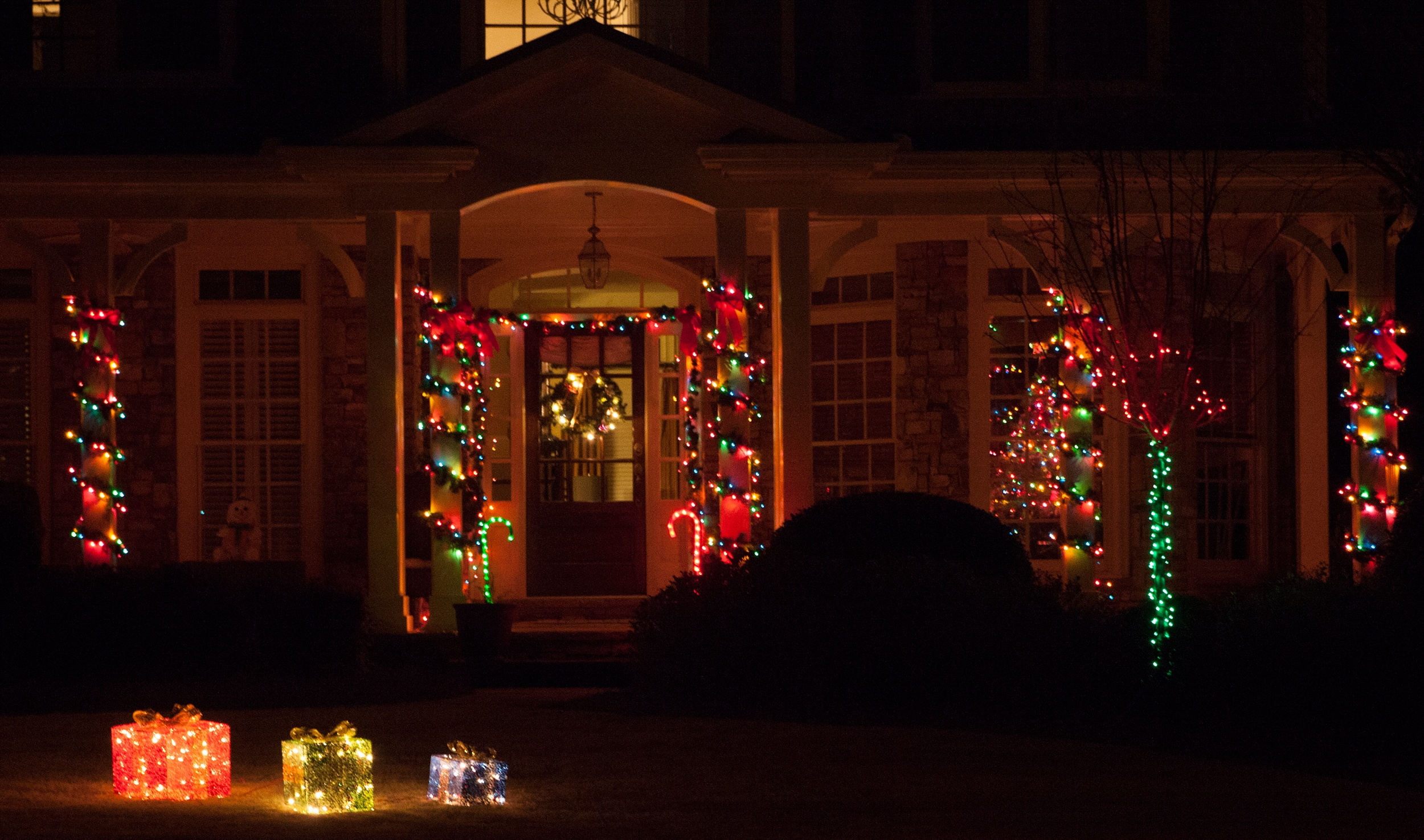 wrap porch columns with christmas string lights - Christmas Porch Light Decorations