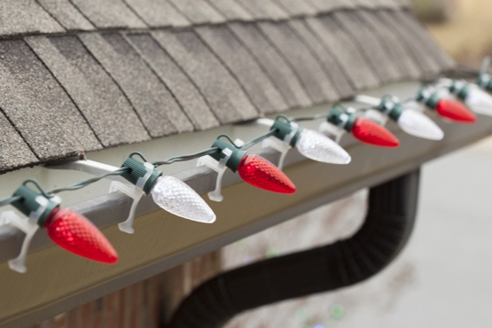 how to hang lights from gutters