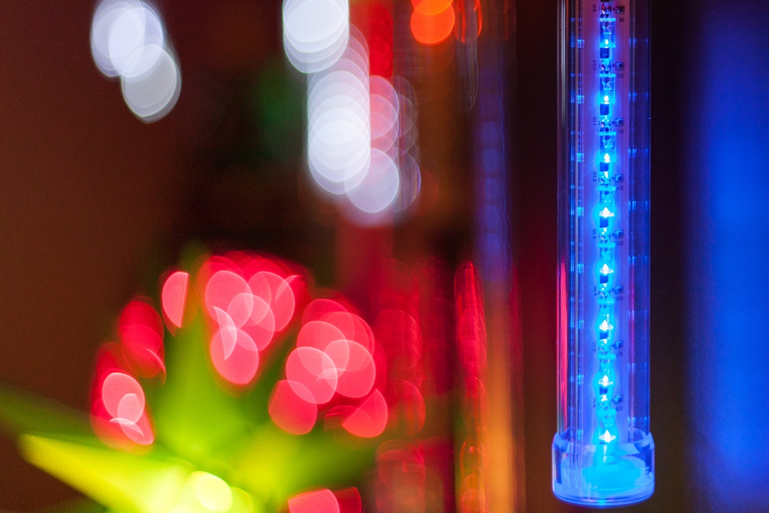 Create the effect of dripping icicles and shooting stars with grand cascade LED lights.
