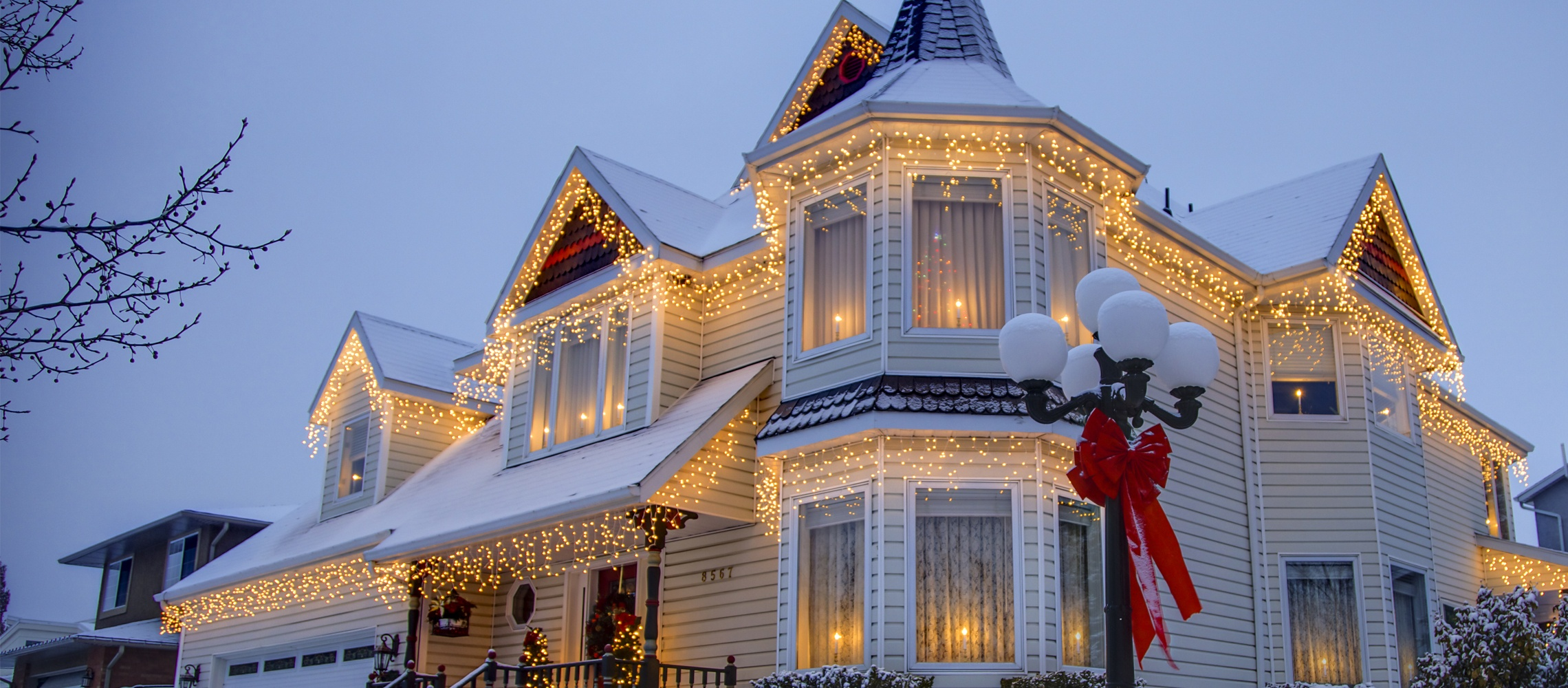 Christmas Homes outdoor christmas lights ideas for the roof