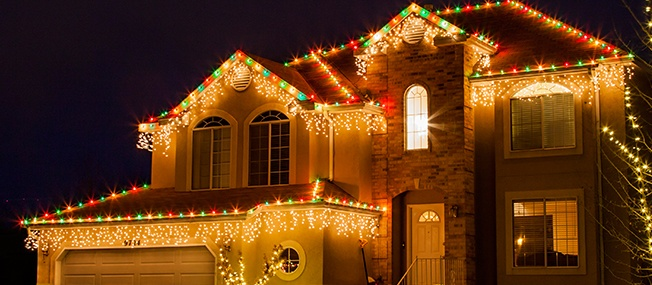 Knowing which christmas light clip to use make hanging lights easy!
