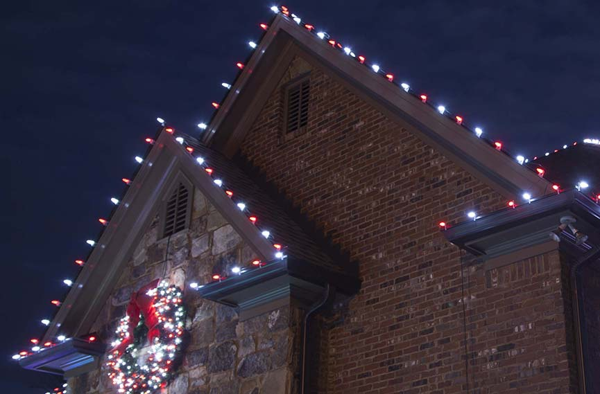 red white candy cane christmas roof lights - Decorating With Colored Christmas Lights