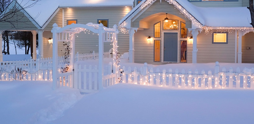 Outdoor christmas yard decorating ideas icicle fence lights cheapraybanclubmaster Images