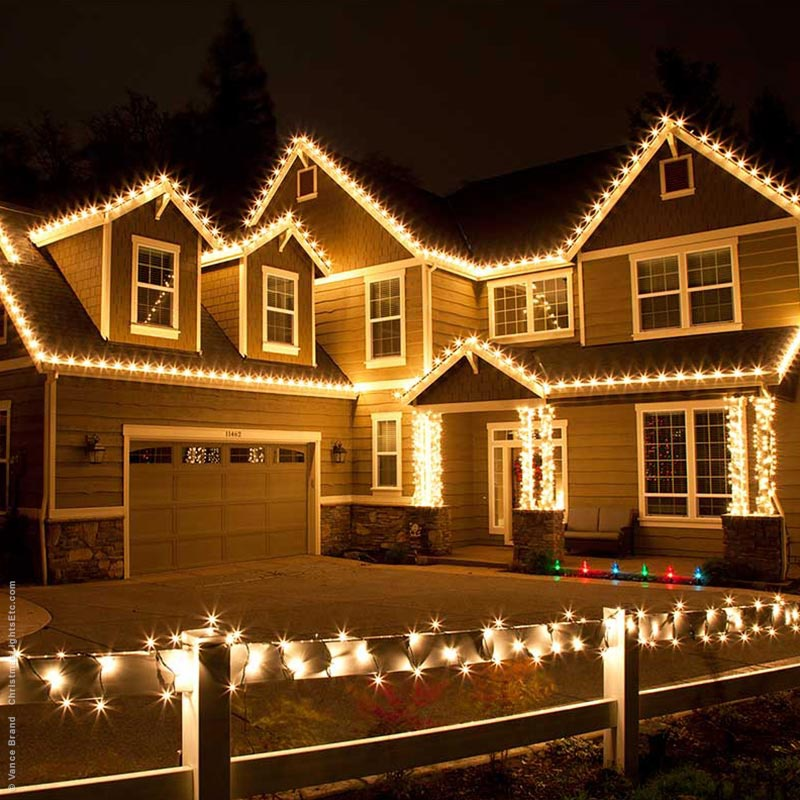 outdoor christmas lights ideas for the roof - Outdoor Christmas Light Decorators