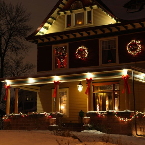 A collection of Christmas porch decorating ideas. & Outdoor Christmas Decorating Ideas
