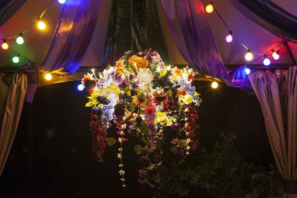 Gorgeous DIY Halloween Decoration - Mystical Boho-Gothic Chandelier Light with Flowers