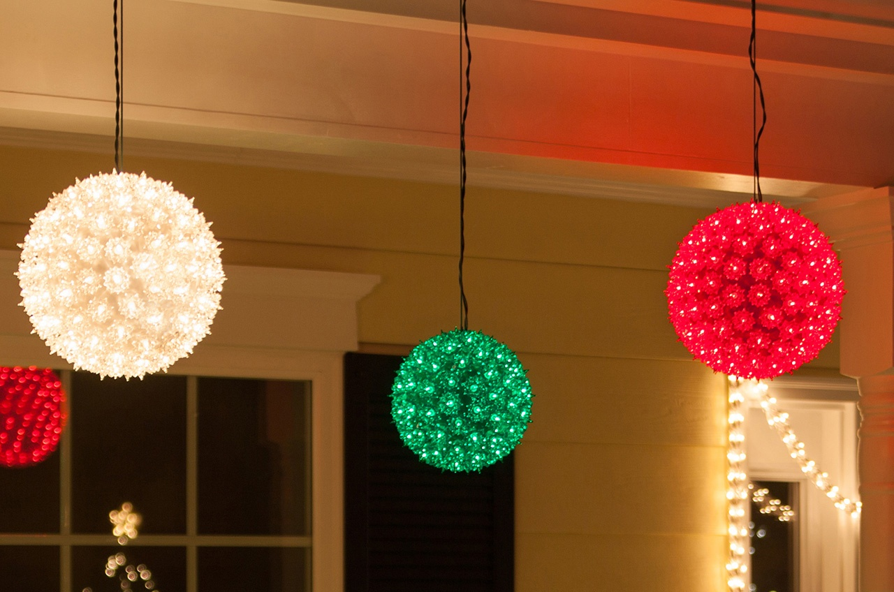 Starlight Spheres Christmas Porch Decor