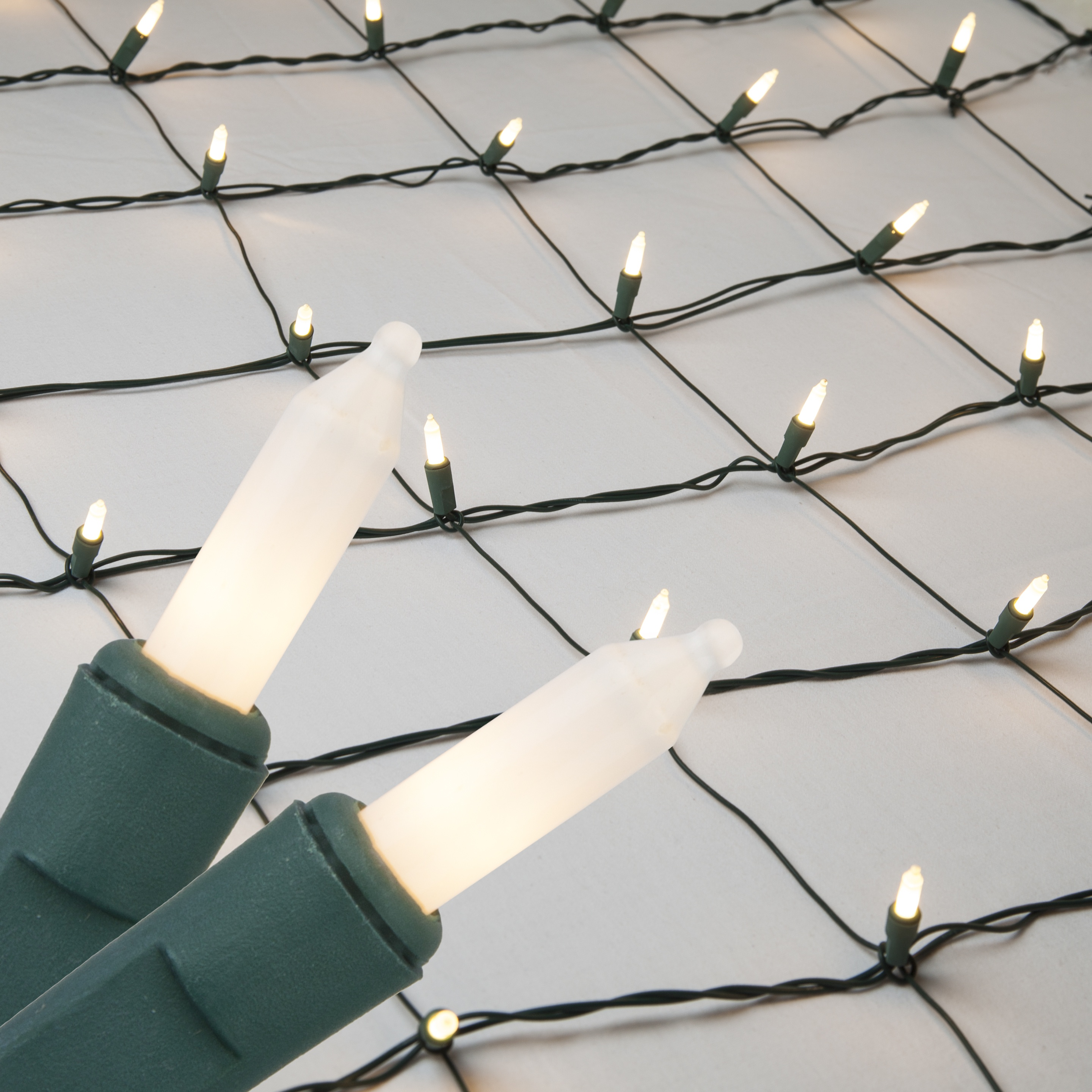 christmas net lights 4 x 6 net lights 150 frosted white lamps green wire