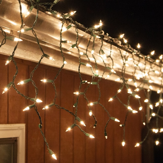100 clear icicle lights green wire short drops