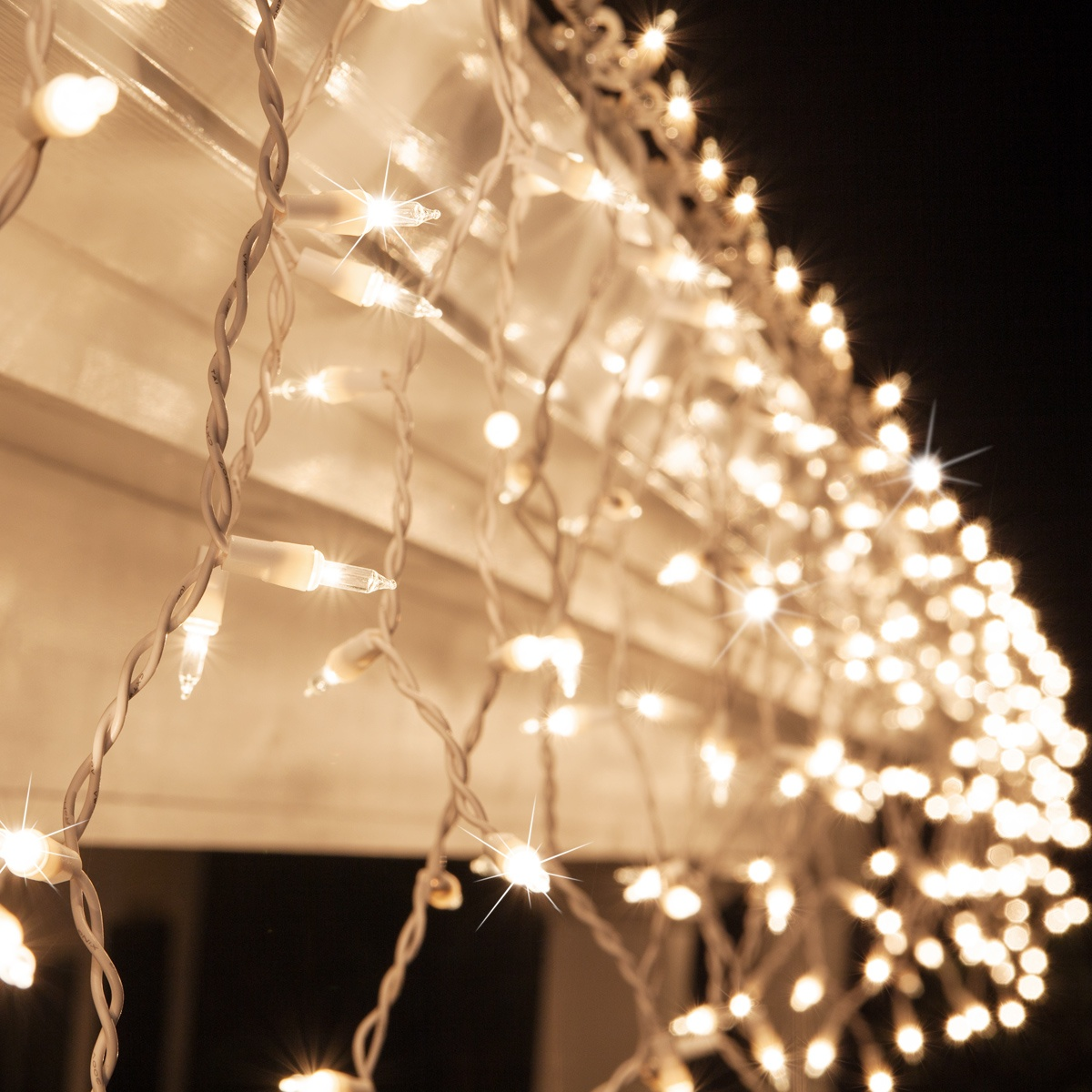 Good 150 Clear Twinkle Icicle Lights   White Wire
