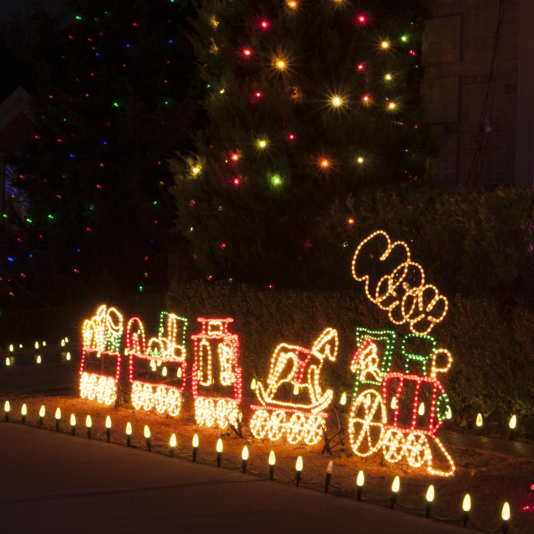 Outdoor Decoration - 17' Rope Light Train
