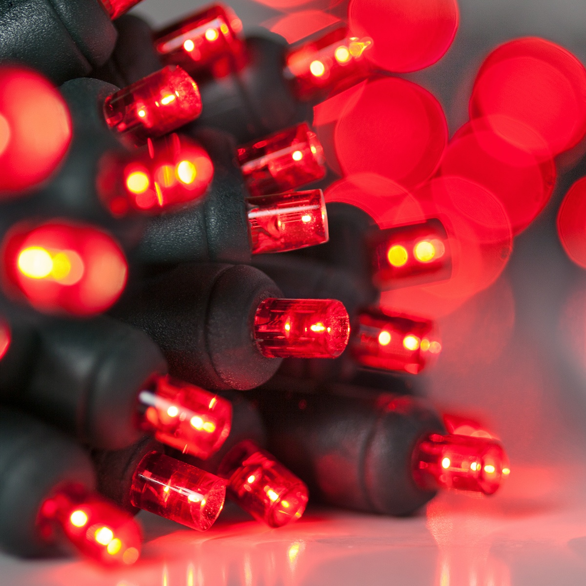 Superb 20 Red Battery Operated 5mm LED Christmas Lights, Green Wire